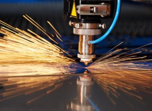 laser-cutter-cutting-metal-871x637